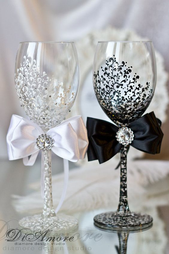 20 reasons why we love black and white wedding ideas junglespirit Image collections