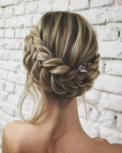 Chic and Stylish Wedding Hairstyles for Short Hair_08