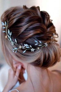 Chic and Stylish Wedding Hairstyles for Short Hair_31