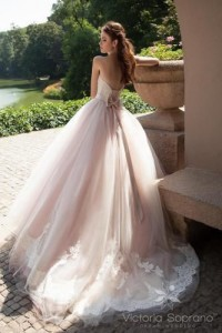 How to Choose Amazing Beach Wedding Dresses01