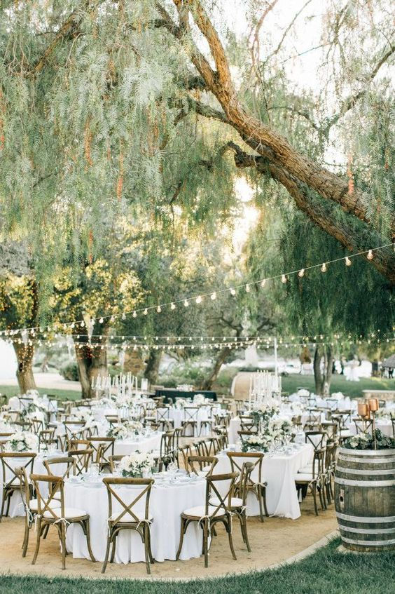 Chic Wedding Reception Ideas to Have a Great Wedding (27)