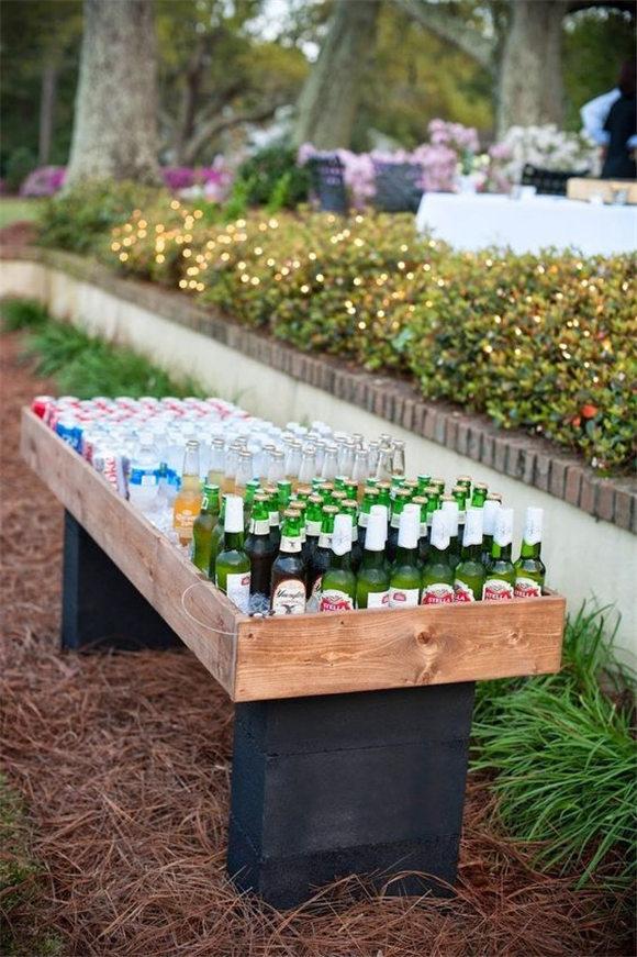 Create a picnic wedding or a BBQ wedding