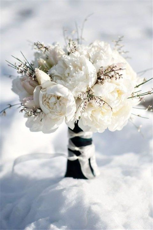 Unique And Beautiful Winter Wedding Bouquets