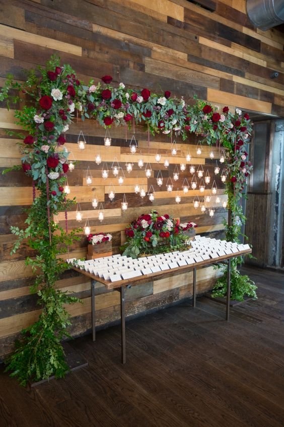 Green and red wedding décor ideas