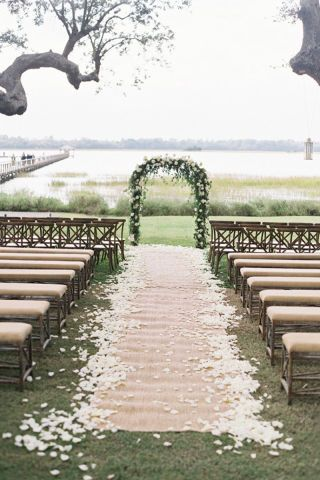 Chic Ways to Decorate A Rustic Wedding