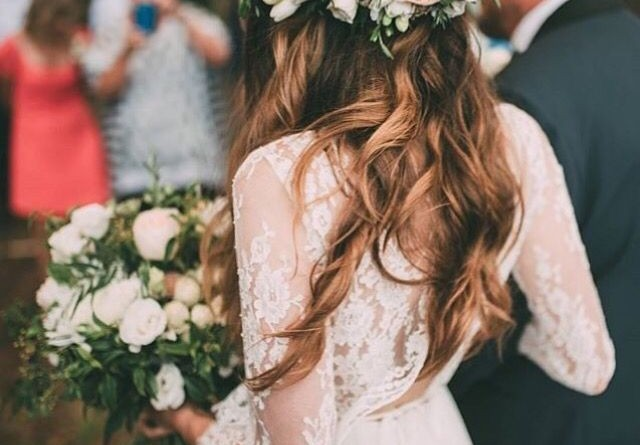 Romantic Flower Crowns for Spring and Summer Weddings 1336151559674179873