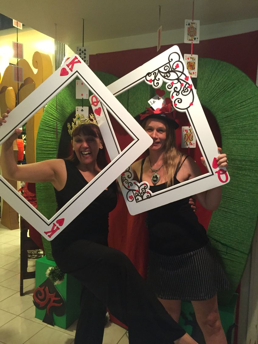 Fun Wedding Photo Booth Your Guests Will Love
