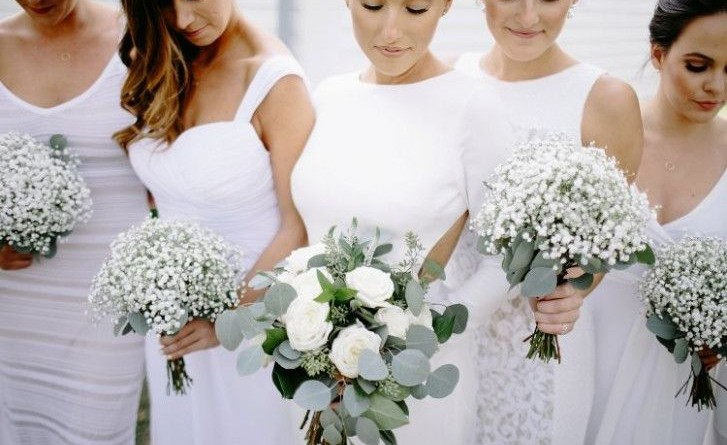 White Wedding Bouquets for Every Season 1511862313896881129