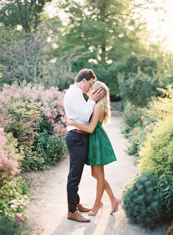 Engagement Photo Ideas Worth Stealing