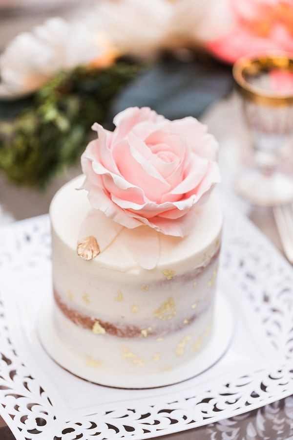 Mini Wedding Cake Ideas to Surprise Your Guests