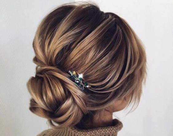 Chic Wedding Updo Hairstyles That Never Fail 1299067231502775924