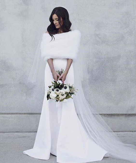 Stunning Winter Cover up Ideas Every Bride Will Love