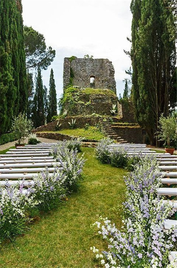 Original and Luxurious Castle Wedding Ideas